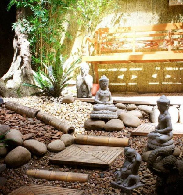 Um jardim zen deixa o ar mais mistificado.