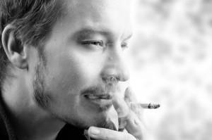Fumar causa câncer de boca