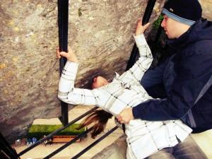 Todos beijam a pedra buscando o dom da eloquência