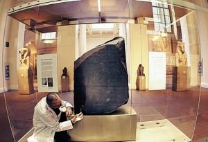 A pedra de roseta é uma das mais importantes da cultura egípcia