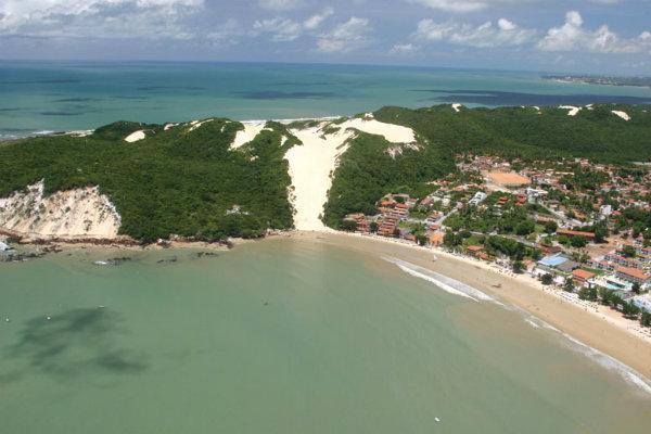 Praia de Ponta Negra - Natal. ( Foto:Reprodução) Créditos de imagem:http://onordeste.com/
