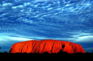 A rocha de Ayer forma uma das paisagens mais lindas do mundo