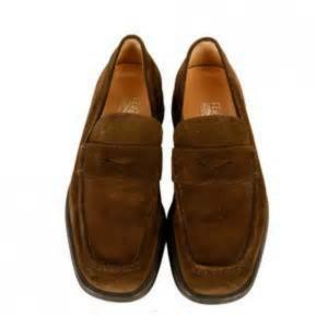Como limpar roupa e sapatos de camurça?