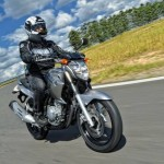 Yamaha Fazer 250 em moviento