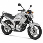 Yamaha Fazer 250 na cor prata