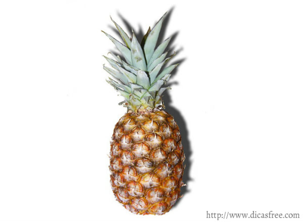 O abacaxi é uma fruta rica em nutrientes.