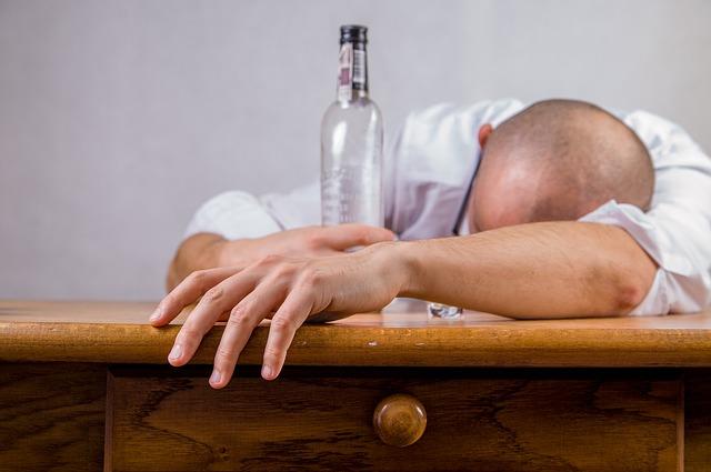 O alcoolismo é uma doença que precisa de tratamento.