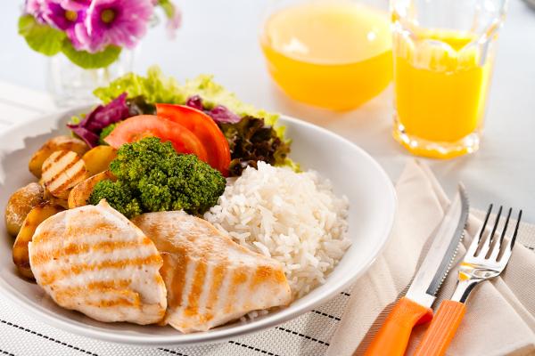 Alimentar-se corretamente garante um bom funcionamento do organismo e ainda garante o ganho de massa muscular