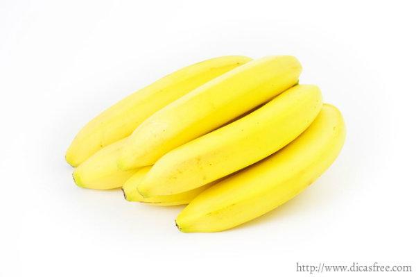 A banana é rica em carboidratos.