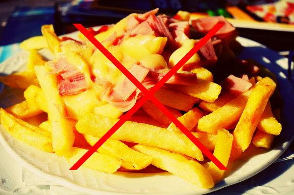 Comer errado no verão pode trazer malefícios ao organismo.