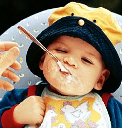 A papinha é extremamente importante para o bebê, mas deve ser consumida após os seis meses de idade