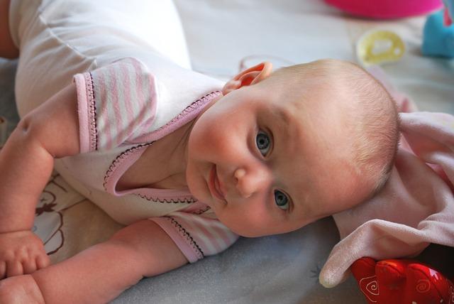 Desde o nascimento, os bebês já iniciam seu desenvolvimento cognitivo