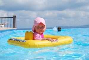 Bebê na piscina