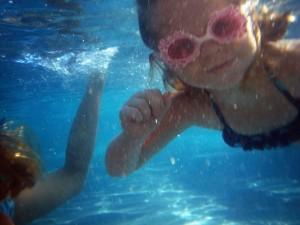 Bebê nadando