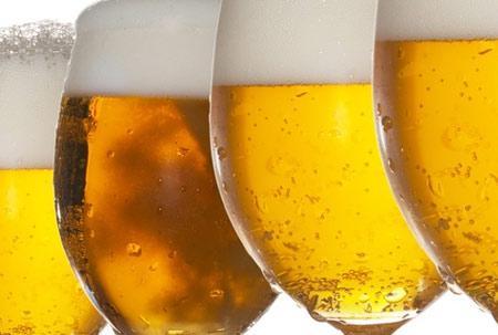 O alcoolismo mata milhares de pessoas todos os anos.