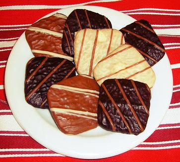 O açúcar invertido faz parte do biscoito de chocolate.