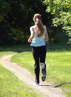 A caminhada traz muitos benefícios ao corpo.