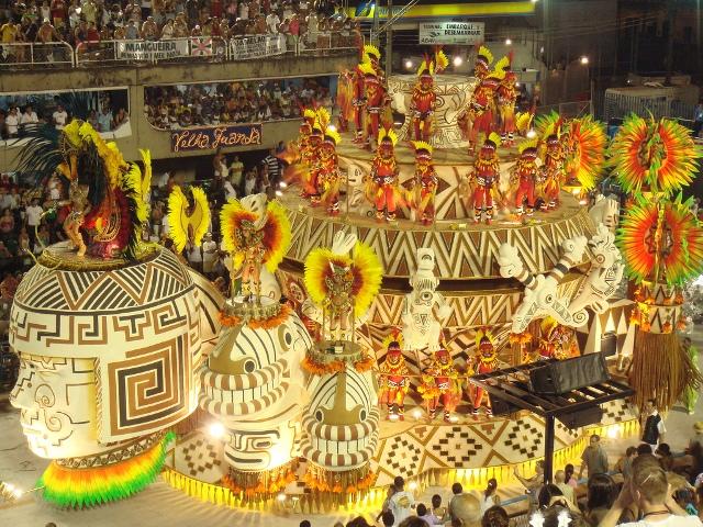 Carnaval atual no sambódromo.