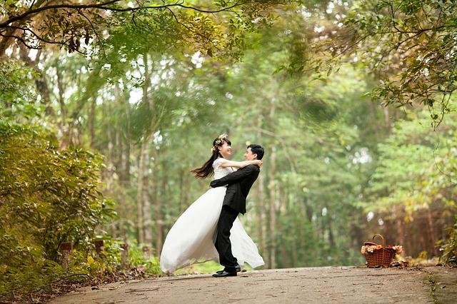 Um casal enfrente inúmeras dificuldades.