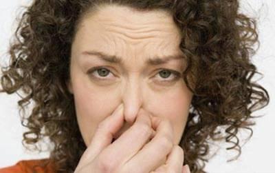 Entenda o que pode ocasionar o mal cheiro