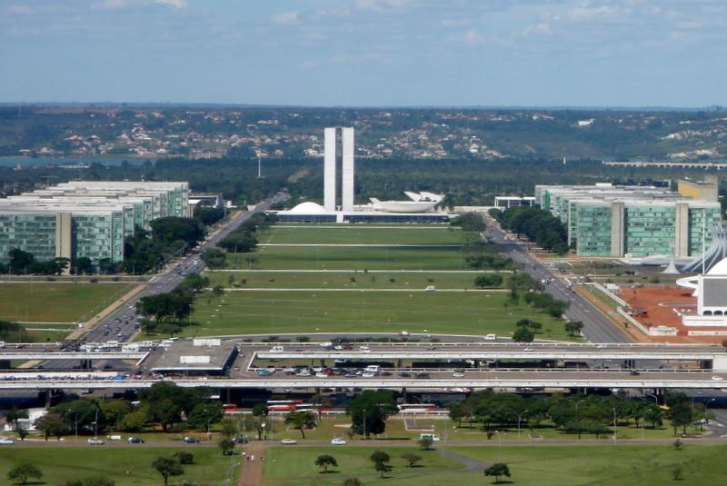 Ao fundo, Congresso Nacional (foto: reprodução)