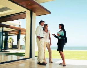 O corretor de imóveis é um profissional que poderá lhe ajudar na hora de comprar ou vender