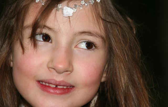 Dentes com fenda são comuns na infância.