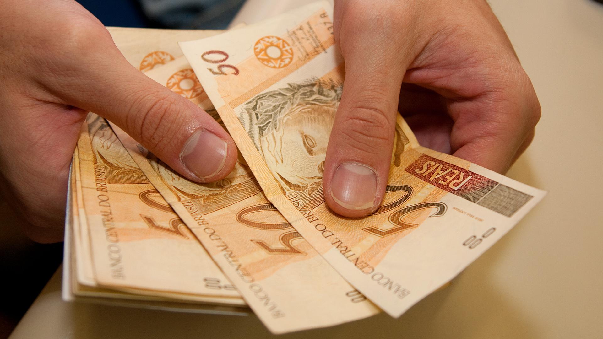 Sem declarar a Receita, somente até R$ 10.000,00.