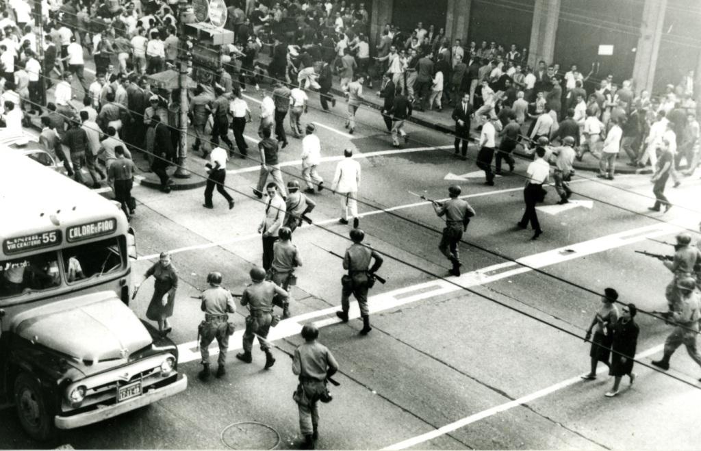 Repressão militar (foto: reprodução)