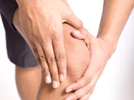 As dores nos joelhos podem ser indícios de várias doenças, fique atento para não ser pego de surpresa por uma delas