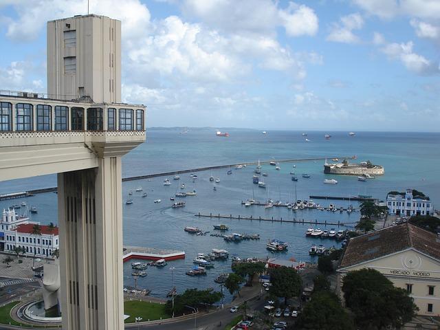 Elevador Lacerda - transporte entre a cidade baixa e alta. Salvador, Bahia (foto: reprodução)