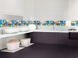 As faixas para banheiro podem ser encontradas nas formas horizontais e verticais, e os valores podem variar de acordo com a marca e o modelo do revestimento.