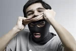 Decepcionante é ser amigo de quem esconde a verdadeira face.