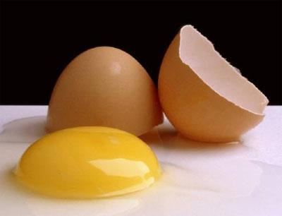 A gema de ovo possui um grande percentual de colesterol, por isso, é indicado que o alimento seja restrito