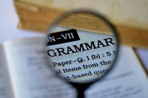 A gramática faz parte da língua portuguesa e é indispensável ao nosso conhecimento.