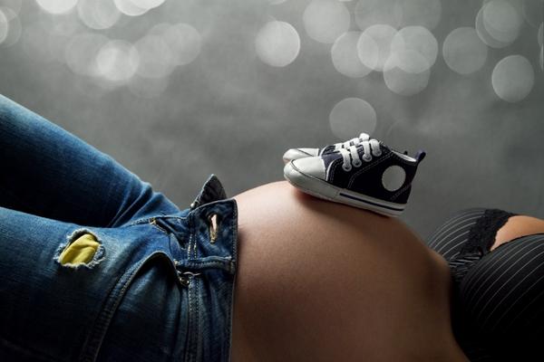 Apesar da diminuição, gravidez na adolescência continua sendo um problema de saúde pública.