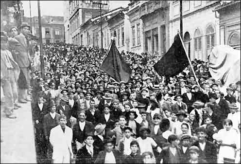 Grevistas em São Paulo - 1917 (foto: reprodução)