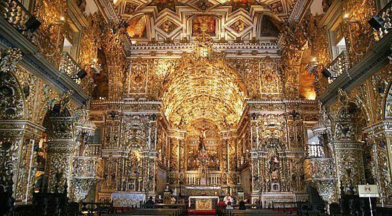 Grandiosidade do templo católico ao estilo barroco, em Salvados - BA.