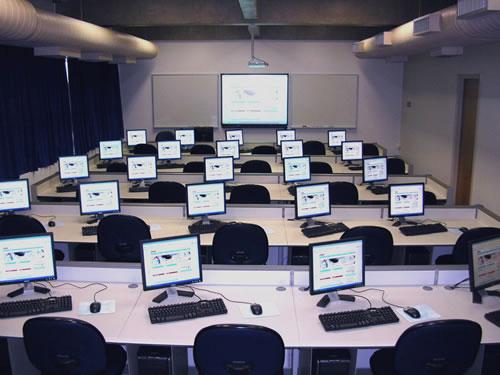 Os laboratórios de informática são ambientes de estudo e possuem regras que devem ser respeitadas