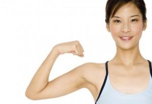 A lipo nos braços consiste na eliminação da flacidez.