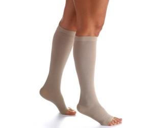 As meias de compressão são uma das alternativas para melhorar a circulação sanguínea