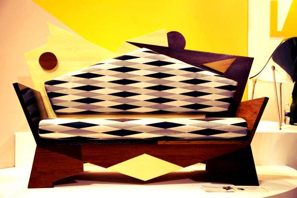 Modelo peculiar de sofá.