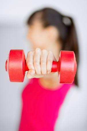 O treino intenso pode trazer endurecimento aos músculos da parte superior dos braços