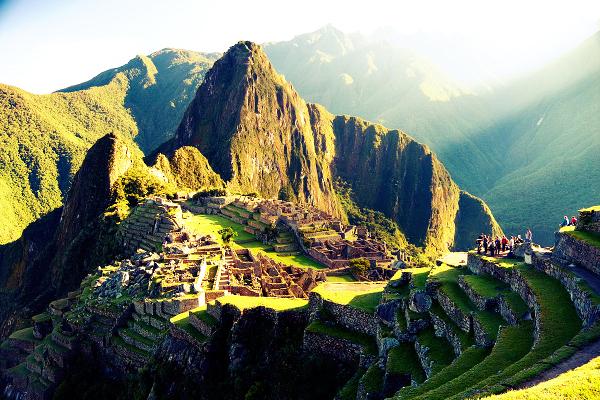 Macchu Picchu é uma cidade inca do Peru.