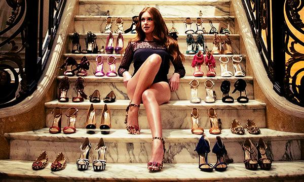 A nova coleção By Marina Ruy Barbosa promete ser sucesso total no ano de 2014, com diferentes modelos e formatos de sapatos a atriz torce para que tudo corra bem!