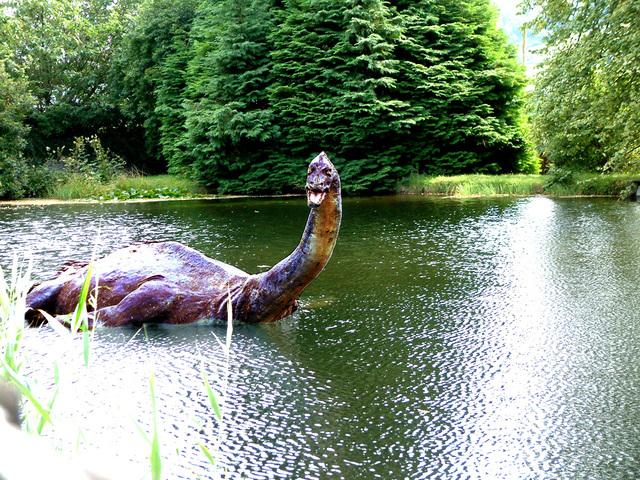 Monstro do Lago Ness - estátua reproduzindo a verdadeira aparência do monstro (Foto: Divulgação)