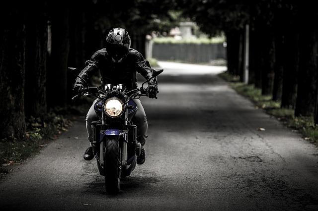As motos são os meios de transporte mais optados pelos jovens.