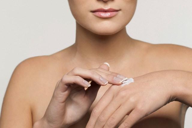 Cuidar das mãos, evita cravos.