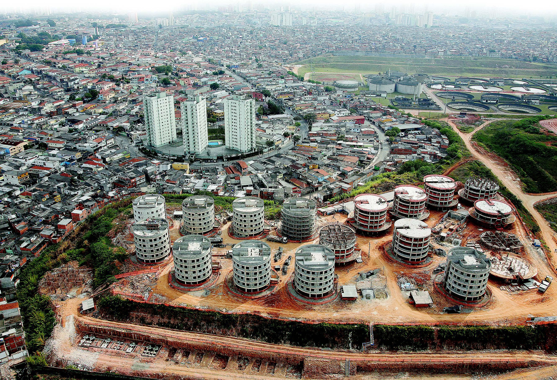 Construções habitacionais em Nova Heliópolis