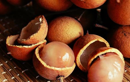 A fruta olho de boi, também é conhecida como Pitomba e vem do tupi